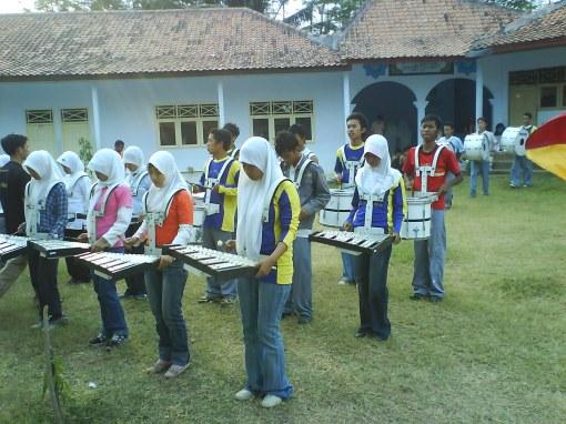 Latihan Marchingband di Sekolah